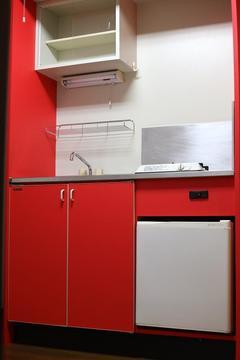 47 内装リフォーム キッチンを手軽に綺麗にリフォーム 施工後(赤).jpeg